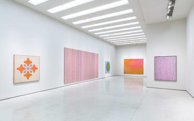 vista dell'installazione della mostra: The Fullness of Colour: 1960s Painting; December 18, 2019–August 2020. Solomon R. Guggenheim Museum, New York. Photo David Heald, © Solomon R. Guggenheim Foundation