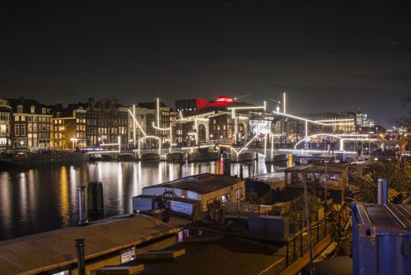 Nacht Tekening by Krijn de Koning. Amsterdam Light Festival 2019. Photo Copyright Janus van den Eijnden