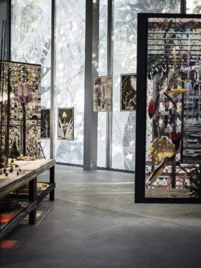 """Vista dell'allestimento della mostra """"Nous Les Arbres"""". Parigi, Fondation Cartier pour l'art contemporain. Photo Edouard Caupeil"""
