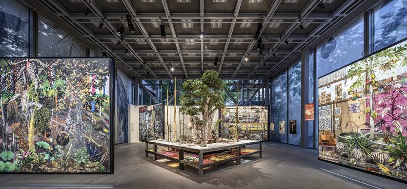 """Vista dell'allestimento della mostra """"Nous Les Arbres"""". Parigi, Fondation Cartier pour l'art contemporain. Photo Luc Boegly"""