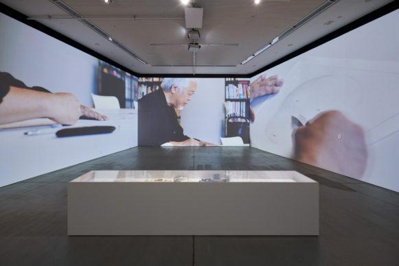 "Vista dell'allestimento della mostra ""Secret Source of Inspiration: Designers' Hidden Sketches and Mockup"" ‒  ""Where Original Ideas Are Born"" (Film Production: DRAWING AND MANUAL. Photo Masaya Yoshimura"