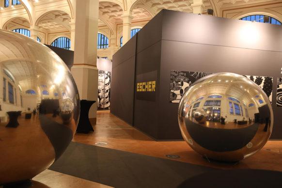 """Vista dell'allestimento della mostra """"Escher"""", al Salone degli Incanti di Trieste. Foto di Salvatore Napolano"""