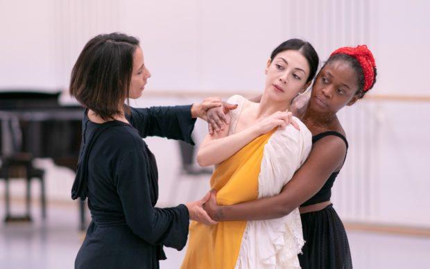 Dutch National Ballet ‒ Frida ‒ rehearsal © Altin Kaftira. Choreographer: Annabelle Lopez Ochoa. Dancers: Maia Makhateli, Michaela DePrince