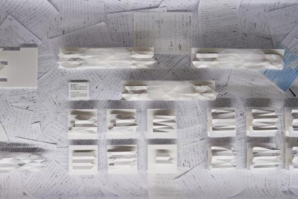 """Vista dell'allestimento della mostra """"Secret Source of Inspiration: Designers' Hidden Sketches and Mockup"""" ‒ I progetti di Kengo Kuma. Photo Masaya Yoshimura"""
