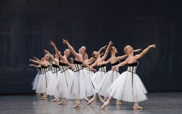 Costumes de Karl Largerfeld pour « Brahms - Schönberg Quartet », chorégraphie de George Balanchine. Opéra national de Paris, 2016. © Laurent Philippe