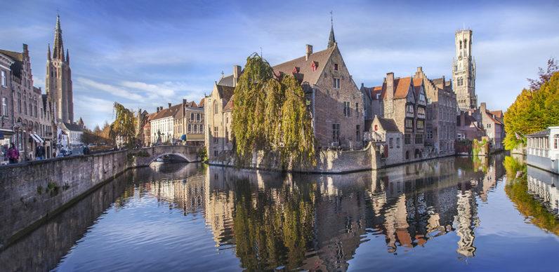 Rozenhoedkaai, Bruges - Fiandre © Jan D'Hondt. Foto via visitbruges.myportfolio.com