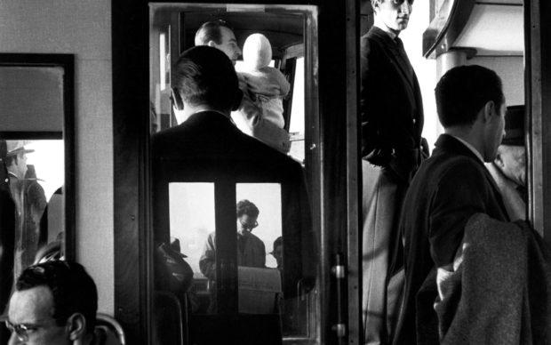 In vaporetto. Venezia, 1960 © Gianni Berengo Gardin/Courtesy Fondazione Forma