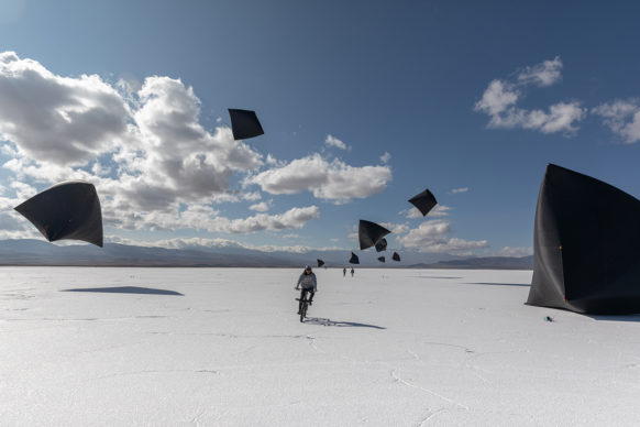 Fly with Aerocene Pacha: Tomás Saraceno for Aerocene 21-28 January 2020, Salinas Grandes, Jujuy, Argentina. Human Solar Free Flight as part of Connect, BTS, curated by DaeHyung Lee Courtesy the artist and Aerocene Foundation Photography by Studio Tomás Saraceno, 2020 Licensed under CC BY-SA 4.0 by Aerocene Foundation