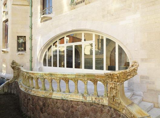Villa Majorelle Nancy, détail de la terrasse nord après restauration, balustrade en grès flammé d'Alexandre Bigot et Henri Sauvage (c)MEN 2019, cliché S. Levaillant