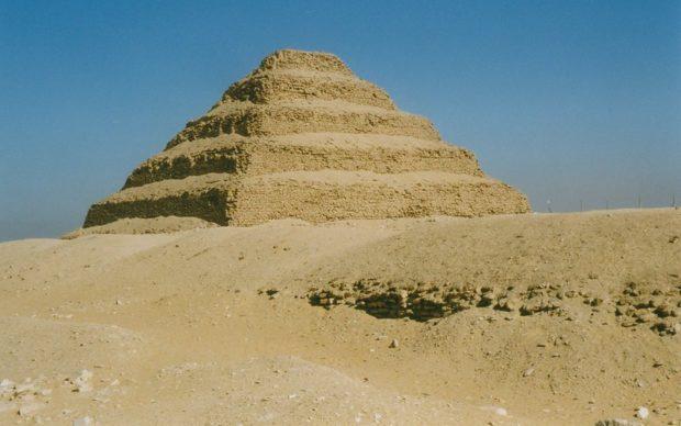 Saqqara, Step pyramid of Djoser, (2630-2611 BC). Photo byArian Zwegers, 15/11/1998, via Flickr, (CC BY 2.0)