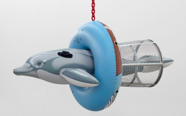 Dolphin Taz Trashcan, 2007-2011, polychromed aluminum, galvanized steel, coated steel chain. © Jeff Koons. Photo Marc Domage