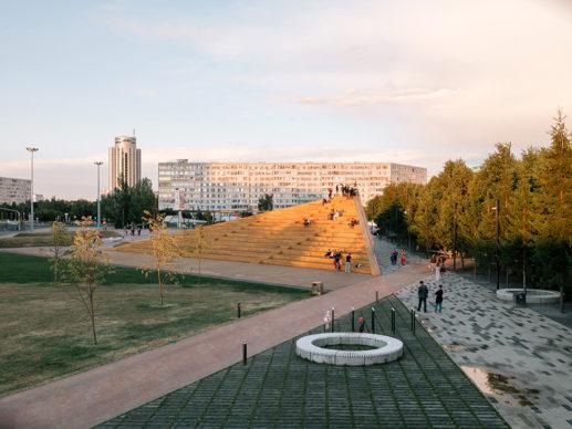 Azatlyk Square, DROM © Dmitry Chebanenko