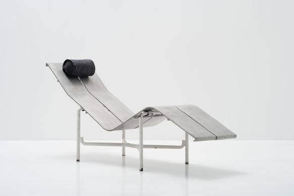 Paulo Mendes da Rocha (1928), PMR Chaise Longue, 1985. Aluminum and stainless steel, 75 x 161 x 53 cm PMR-0001. Photo Edouard Fraipont. Courtesy Bergamin & Gomide