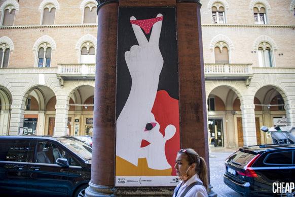 """Joanna Gniady per """"La lotta è FICA"""" un progetto di public art di CHEAP. Photo Michele Lapini"""
