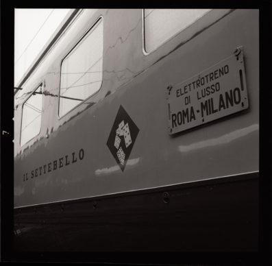 Elettrotreno ETR 300 Settebello, fiancata con dettaglio del logo (1959) - Foto Archivio Fondazione FS Italiane