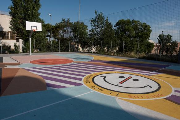 """Matera, il campo da basket """"Olimpia Playground Kobe Bryant"""", situato nel giardino """"Spighe bianche"""" della scuola media dell'I.C. Pascoli. Crediti foto: Dino Pandolfi"""