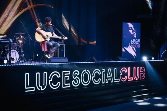 Fabrizio Moro, ospite della diciassettesima puntata di Luce Social Club