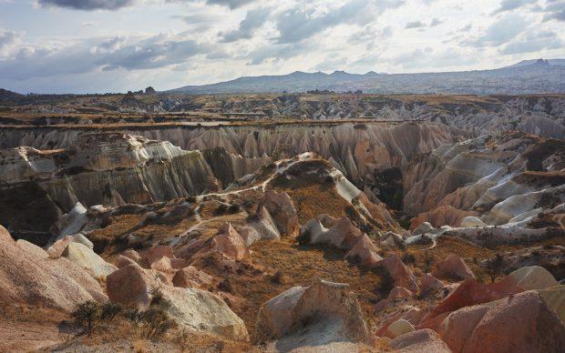 La Valle Rossa (Kızılçukur) vista dall'altopiano. Fotografia di Marco Zanin per Fondazione Benetton Studi Ricerche.