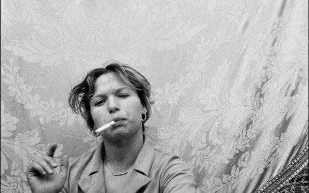 Letizia Battaglia, Donna che fuma, Catania 1984 © Letizia Battaglia