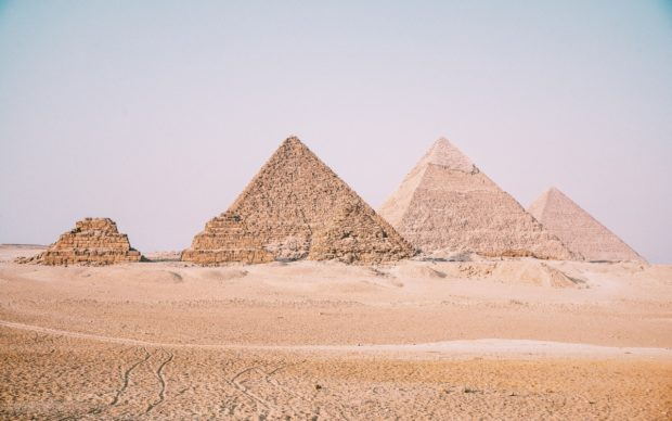 Necropoli di Giza. Photo by Leonardo Ramos on Unsplash