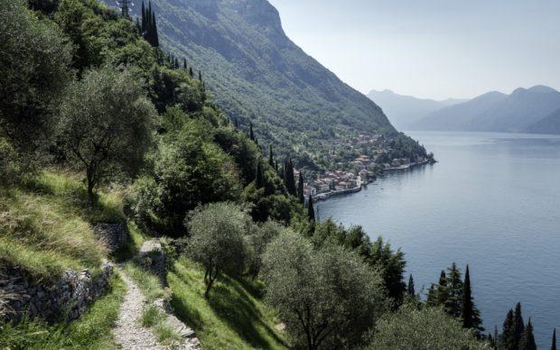 Sentiero del Viandante, panorama sul lago di Como lungo il sentiero verso Varenna. Photo Alessandro Grassani
