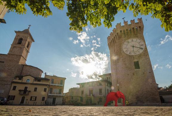 Vecchio Incasato, Elefante rosso. Render courtesy Cracking Art