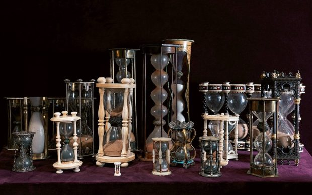 Cabinet of natural curiosities,pp. 318–319. Collection of hour-glasses, 16th–19th century. Paris, Galerie Kugel, Collection Kugel. Copyright: © Massimo Listri. Courtesy Taschen