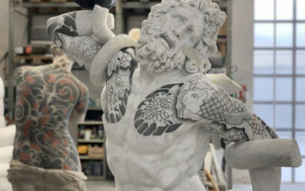 Fabio Viale, Laocoonte, 2020, marmo bianco e pigmenti, 198,5x134x87 cm