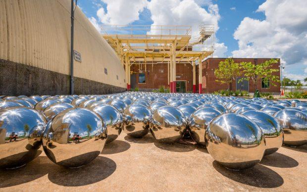 Yayoi Kusama, Narcissus Garden, 1966, stainless steel spheres. Collection of OZ Art. Courtesy of Ota Fine Art and Victoria Miro. © YAYOI KUSAMA. Image courtesy of The Momentary, Bentonville, Arkansas. Photo Ironside Photography