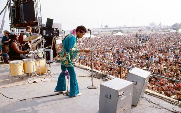 © Burning Desire – Il mito di Jimi Hendrix nelle foto di Ed Caraeff di Ed Caraeff. Rizzoli Lizard, 2020