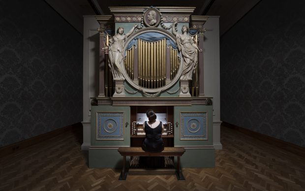 Ragnar Kjartansson, The Sky in a Room, 2018. Performer, organ and the song Il Cielo in una Stanza by Gino Paoli (1960). Commissioned by Artes Mundi and Amgueddfa Cymru – National Museum Wales and acquired with the support of the Derek Williams Trust and Art Fund. Courtesy of the artist, Luhring Augustine, New York and i8 Gallery, Reykjavik. Photo Hugo Glendinning