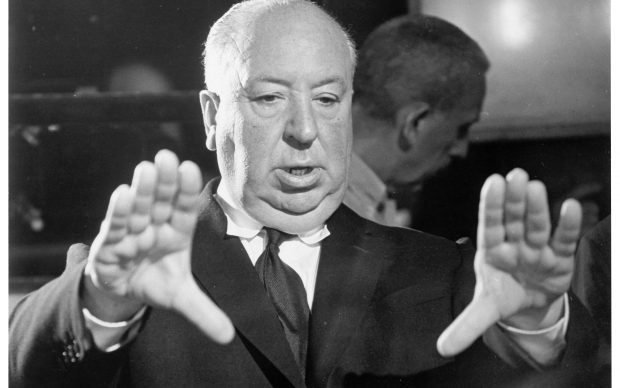 Alfred Hitchcock sul set di Psycho © Universal Pictures