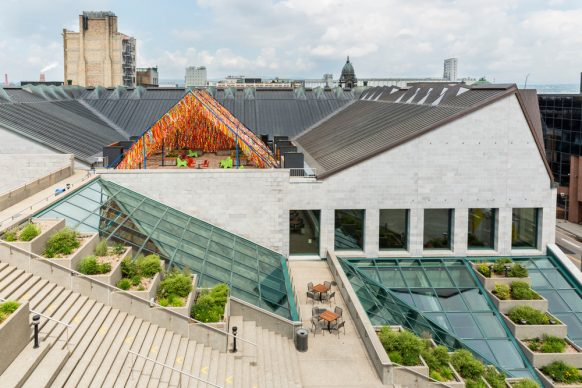 Roof Line Garden by Julia Jamrozik and Coryn Kempster, Canadian artists and designers based in Buffalo, New York. Photo credit François Ozan - Icône