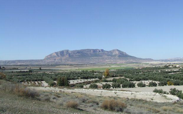 View of Cerro de Jabalcón (Zújar, Granada) where the Los Machos shelter is located. Courtesy Francisco Martínez-Sevilla