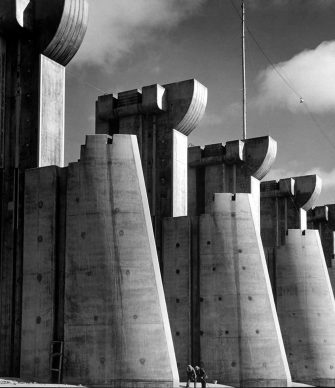 La Diga di Fort Peck, Montana, 1936. © Images by Margaret Bourke-White. 1936 The Picture Collection Inc. All rights reserved