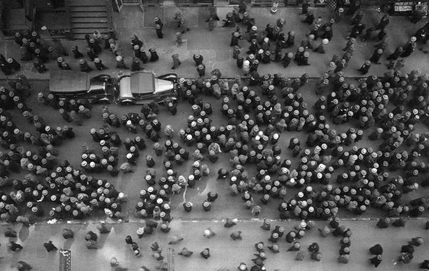 Play Street, New York, 1930. © Images by Margaret Bourke-White. 1930 The Picture Collection Inc. All rights reserved