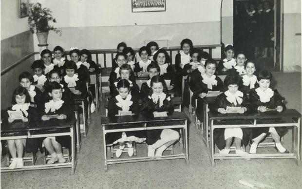 Una storia di classe. In ordine in classe, alle elementari, Ragusa 1958. Famiglia Veninata