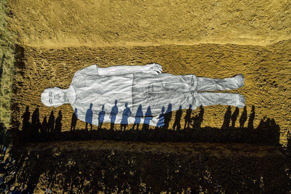 Omelia Contadina, 2020. Processione, San Gimignano, Italia 2020. Courtesy the artist and GALLERIA CONTINUA. Photo by JR