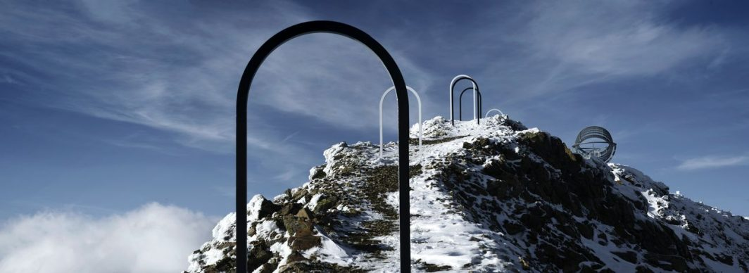 Olafur Eliasson, Our glacial perspectives, 2020. Steel, coloured glass. Installation view Grawand Mountain, Hochjochferner glacier, South Tyrol. Photo Oskar Da Riz. Commissioned by Talking Waters Society © 2020 Olafur Eliasson