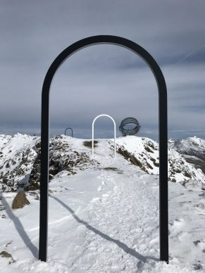 Olafur Eliasson, Our glacial perspectives, 2020. Steel, coloured glass Installation view Grawand Mountain, Hochjochferner glacier, South Tyrol. Photo Studio Olafur Eliasson. Commissioned by Talking Waters Society © 2020 Olafur Eliasson