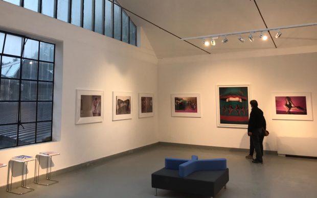 Una veduta della mostra di Guy Bourdin