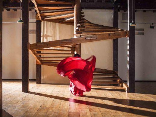 Isaac Julien. O que é um museu? / What is a Museum? (Lina Bo Bardi - A Marvellous Entanglement), 2019. Fotografia su carta Ultra Endura montata su supporto, 180 x 240 x 7,5 cm. Courtesy Isaac Julien Studio