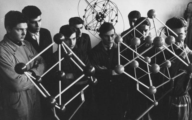 Laboratorio di Meccanica Olivetti, Ivrea, stampa ai sali d'argento su carta, XX mm, 1967 ca. AASO, Fondo Gianni Berengo Gardin © Gianni Berengo Gardin/Fondazione Forma