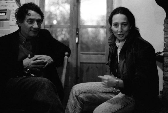 Mario Dondero con Gloria Fossi, 1990 (©photo Danilo De Marco:Sulle tracce di Van Gogh)