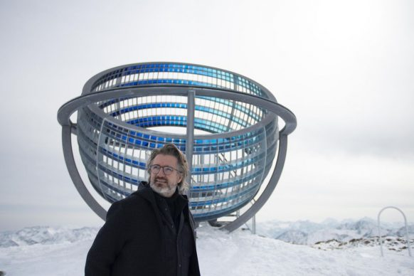 Olafur Eliasson, Our glacial perspectives 2020 Steel, coloured glass. Installation view Grawand Mountain, Hochjochferner glacier, South Tyrol. Photo Martin Rattini. Commissioned by Talking Waters Society © 2020 Olafur Eliasson