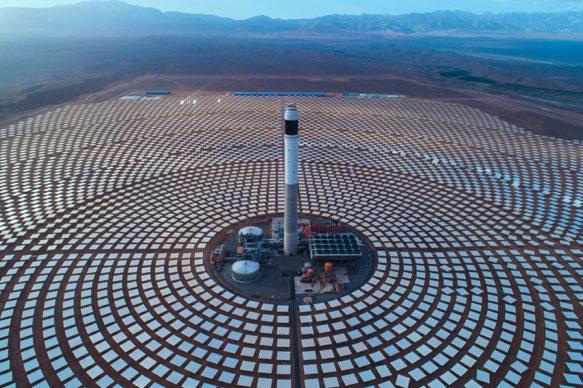 La centrale solare termodinamica di Ouarzazate, la più grande al mondo, Marocco, 2016 © Xinhua : Eyevine