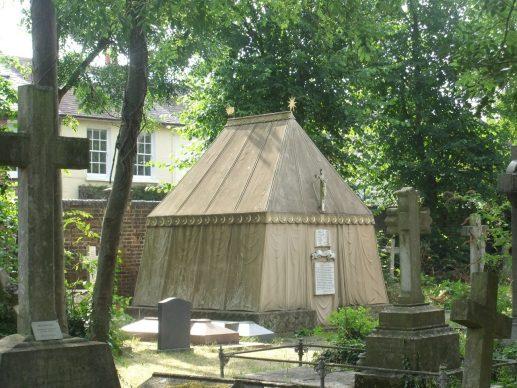 """La tomba di Richard Francis Burton visitata da Marco Magrini per il volume """"Qui giace un poeta"""""""
