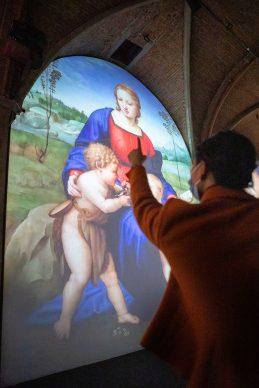 Raffaello e Firenze, vista della mostra a Palazzo Vecchio, Sala d'Arme. Photo courtesy MUS.E © Mattia Marasco
