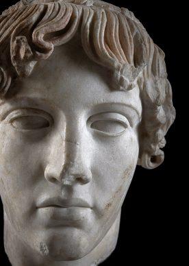 MANN, campagna Sette statue per sette giorni.  Testa di Apollo tipo Omphalos inv. 153640  Photo © Luigi Spina