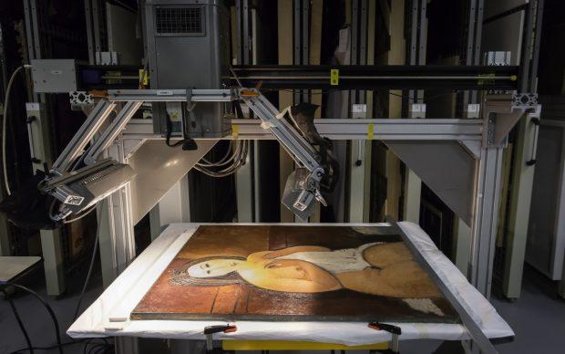 Étude du Nu assis à la chemise d'Amedeo Modigliani au LaM. Photo N. Dewitte / LaM